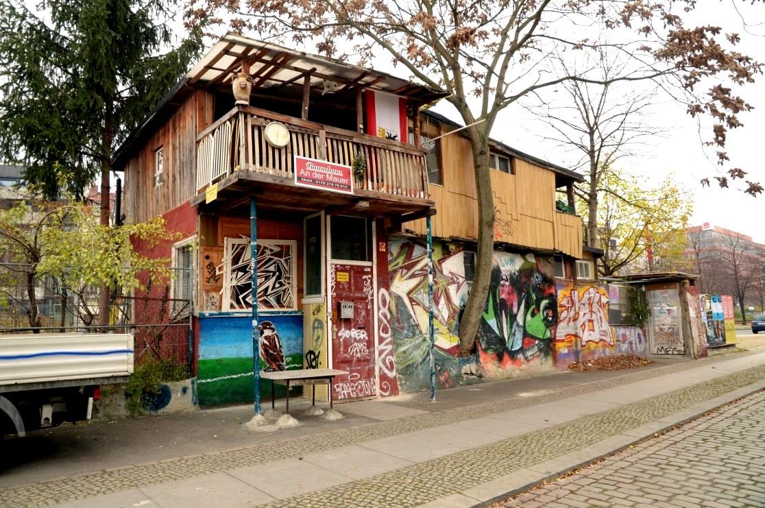 arbeiterpal ste mauerreste und ein baumhaus eine zeitreise durch berlin stilnomaden. Black Bedroom Furniture Sets. Home Design Ideas