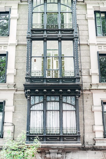 Fassade mit verglastem Balkon | 25h in Bilbao, Stilnomaden